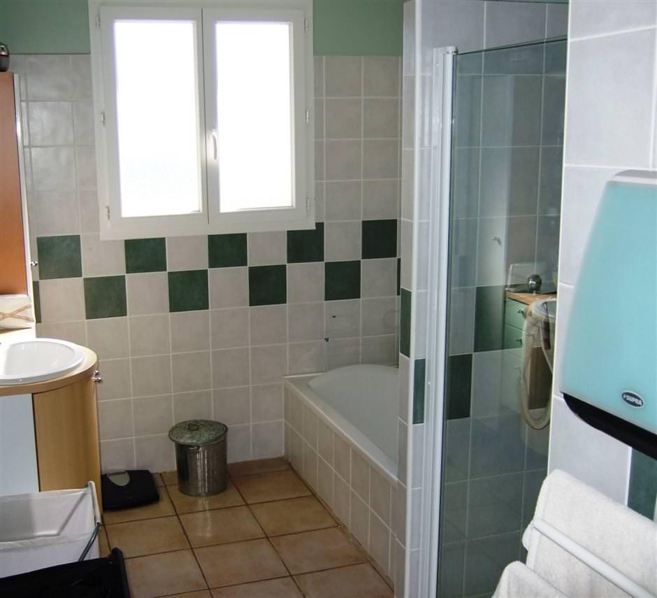 Sanitair villa babeline - Badkamer foto met douche ...